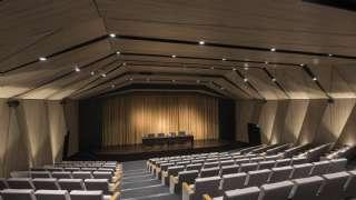 Konferans Salonu Koltukları Mobilyaları Duvar Kaplamaları