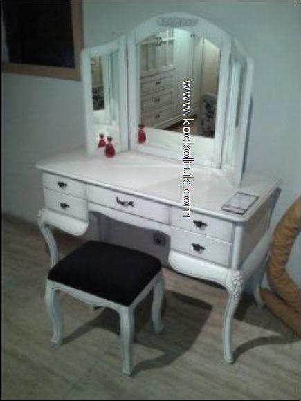 beyaz lake cila yatak odası masası