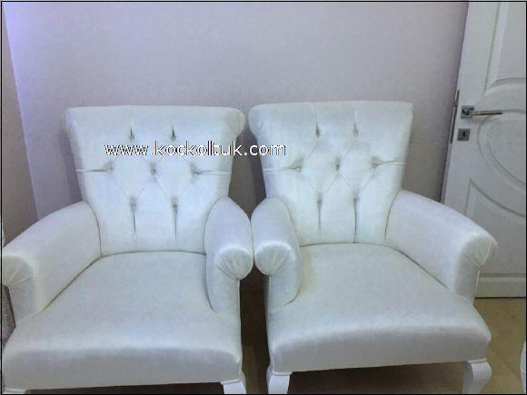 beyaz tekli koltuklar